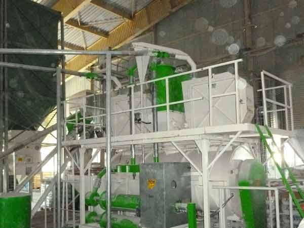 2 Broyeurs Groupe TOY ETS+ dans usine d'aliments industriel