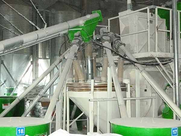 Broyeur TOY-ETS+ dans usine d'aliments industriel