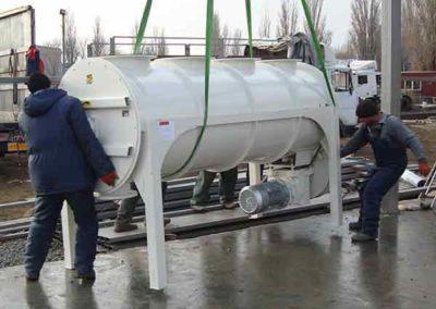 Installation d'un mélangeur tube industriel Groupe TOY dans usine d'aliments industriels